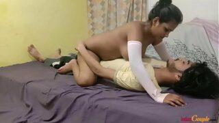 इंडियन गर्लफ्रेंड अपने लवर के साथ